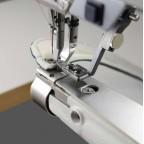 Exemple de couture avec un guide bord escamotable pour PFAFF 335